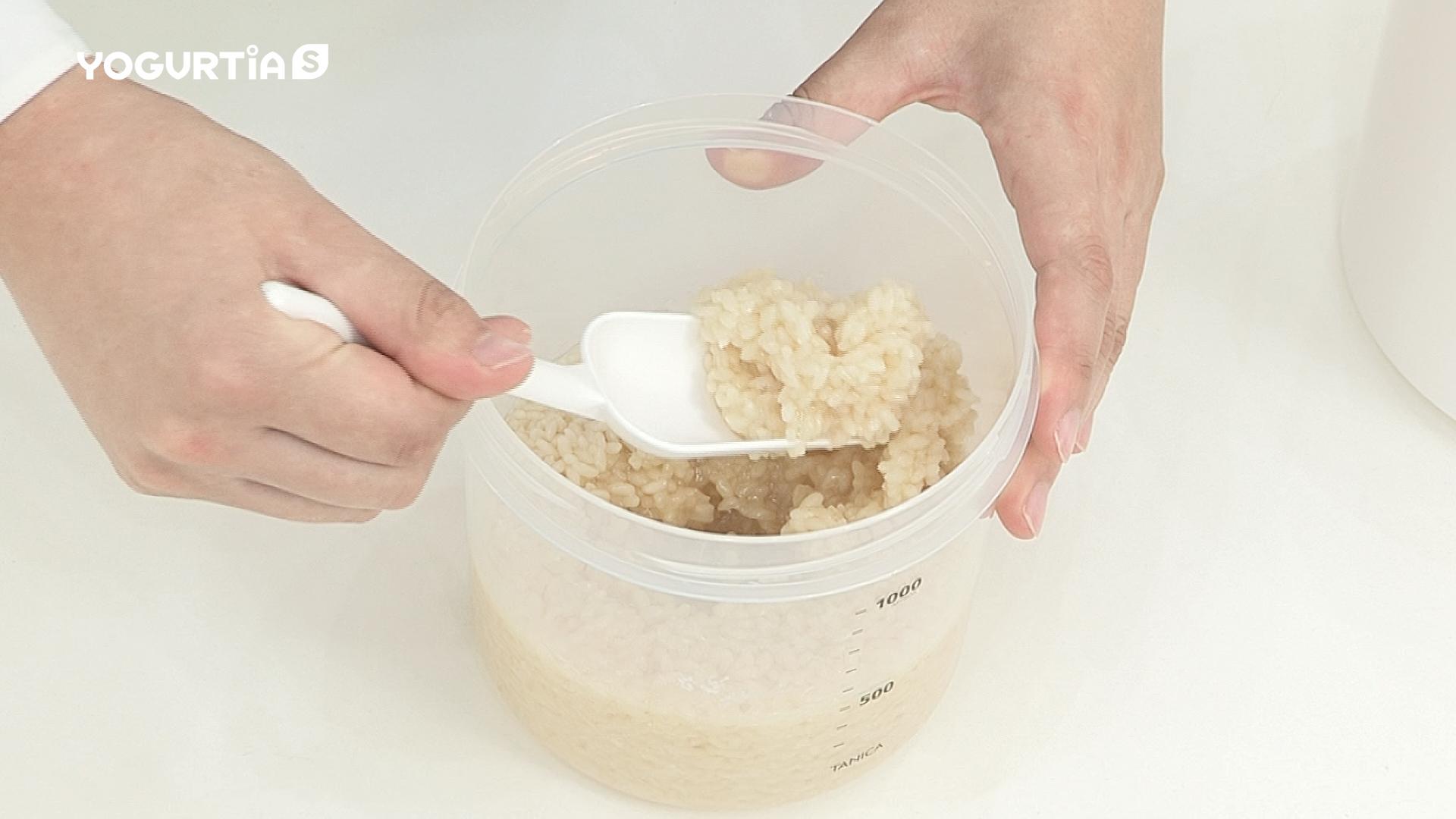 指で米麹がつぶれるくらいになったらできあがりです。